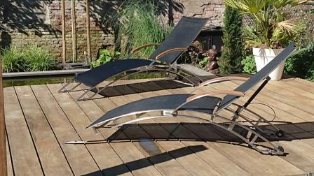 Ligstoel Voor Tuin : Twee kunststof ligstoelen met ligkussens in enkhuizen tuin en